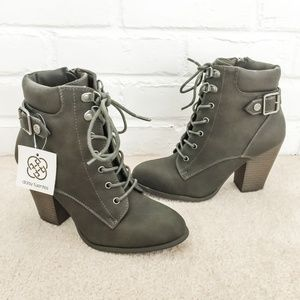 NWT Daisy Fuentes Green Heel booties Size 6.5
